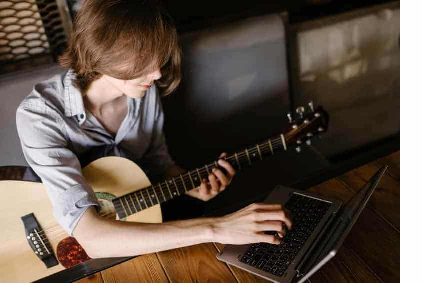 2 Pros of using online live course to learn music